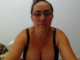 Melrose live horny cam lady LatinaMatureForAnal Showing my vulva